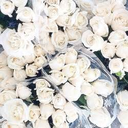 Small Floral Centerpieces by 1000 Ideas About White Roses On Pinterest Simple