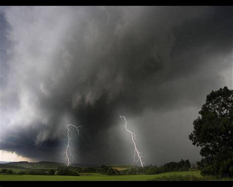 imagenes en movimiento de tormentas li gi 224 ma di quale dio parliamo