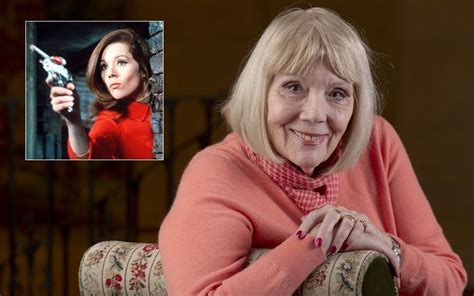 game of thrones actress rigg diana rigg i could be at home crumbling but i m not