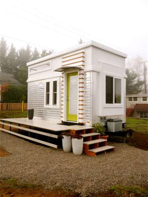 modern tiny house on wheels 200 sq ft modern tiny house on wheels for sale