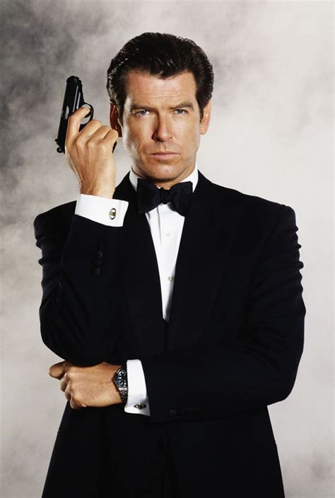 film james bond pierce brosnan pierce brosnan tries to board plane with 10 inch hunting