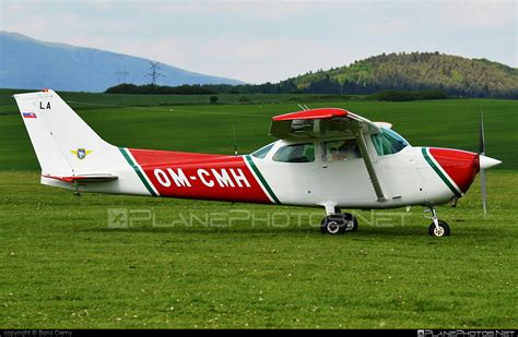 om cmh cessna 172n skyhawk ii operated by slovensk 253 n 225 rodn 253 aeroklub slovak national aeroclub