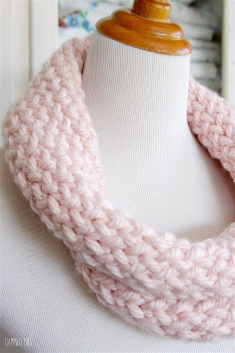 knitting a scarf on a loom and easy knitting loom cowl