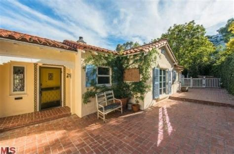 the late late show host craig ferguson sells la home