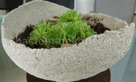 bepflanzte betonkugel basteln und dekorieren