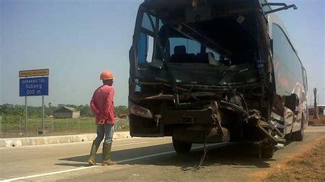 Kronologis Kecelakaan by Kronologis Kecelakaan Tol Cipali Tewaskan 2 Orang