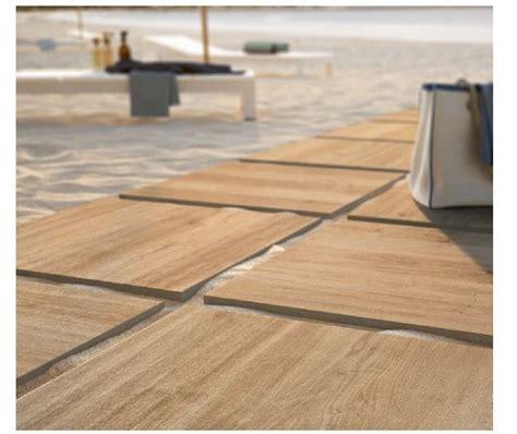 pavimento esterno effetto legno pavimento per esterni in gres porcellanato effetto legno