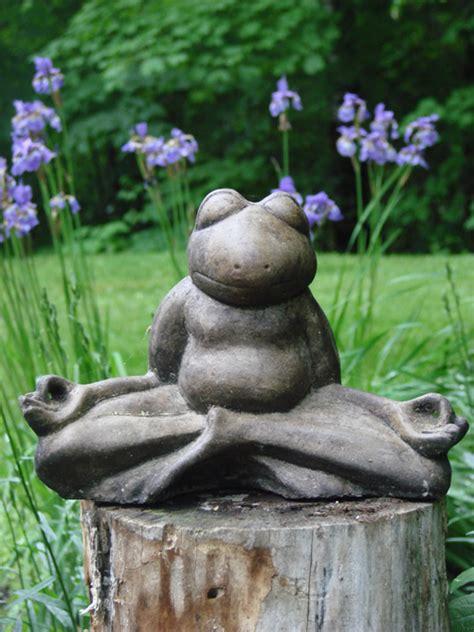 meditating yoga frog mondus distinction garden decor