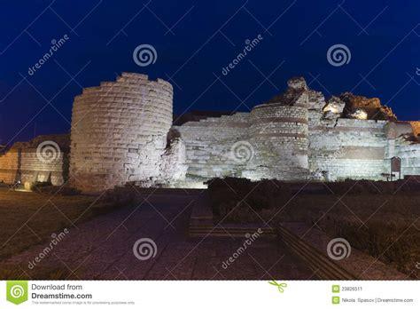 alte steinwand alte steinwand nachts stockbild bild 23826511