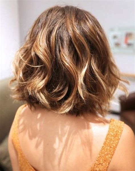 short layered hair styles with soft waves 20 feminine short hairstyles for wavy hair easy everyday