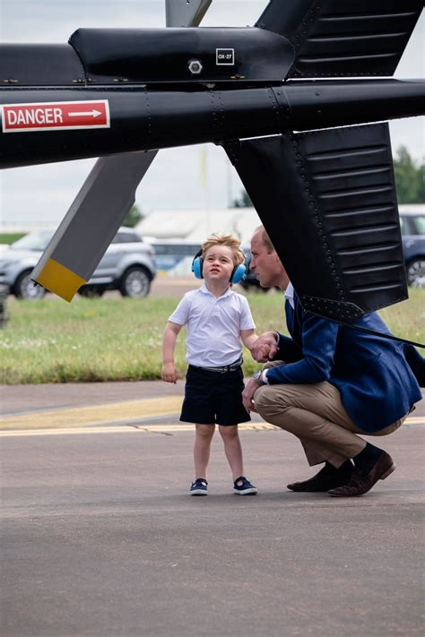 kensington palace twitter prince george goes to see the planes with mum and dad