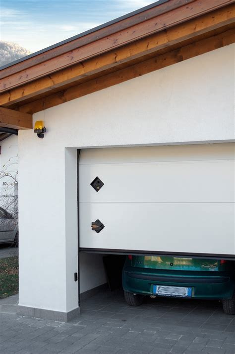 breda portoni sezionali 25 best ideas about sectional garage doors on