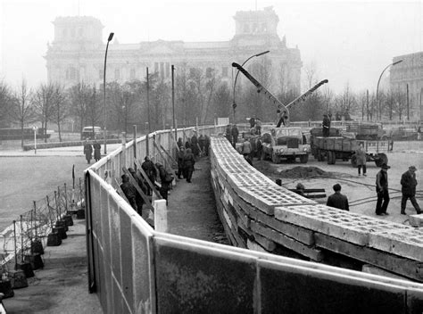 berlin now the rise 0241970830 ida siekmann g 252 nter litfin the first two victims of the berlin wall history of sorts