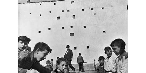 henri cartier bresson el disparo gran retrospectiva de henri cartier bresson en madrid con m 225 s de 500 obras procedentes de todo