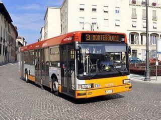 stazione autobus pavia pavia giovane ragazza muore travolta da un autobus
