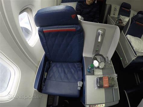 delta airlines business class seat configuration delta airlines 767 300 business class delta one new york
