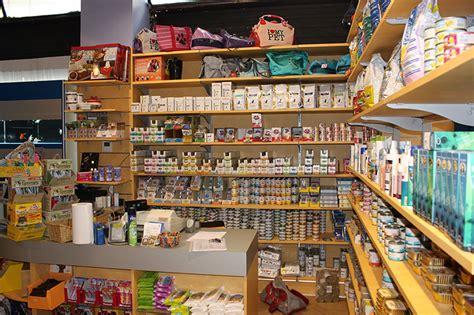 scaffali in legno per negozi arredamento negozio per animali pet shop