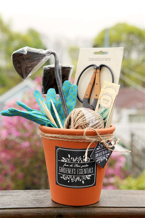 backyard gift ideas gardening gift set gift favor ideas from evermine
