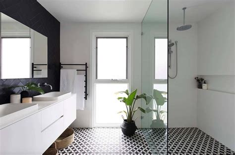 Small Black And White Bathroom Ideas by 25 Incredibly Stylish Black And White Bathroom Ideas To