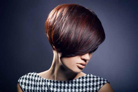 capelli corti  ciuffo ritorno  tendenza