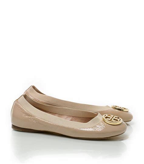 Ready Tb Caroline Flat Shoes Burch Caroline Patent Ballet Flats In Pink Lyst