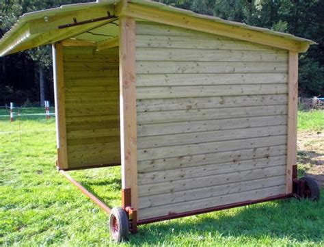 abris mobile  fixe pour chevaux loafing shed horse