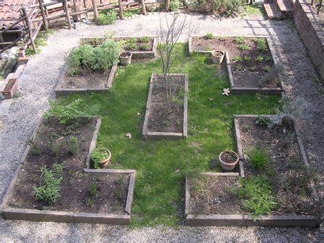 Cosa Mettere Al Posto Dell Erba In Giardino by Un Anno Al Giardino Medievale Di Torino 3 Parte Il