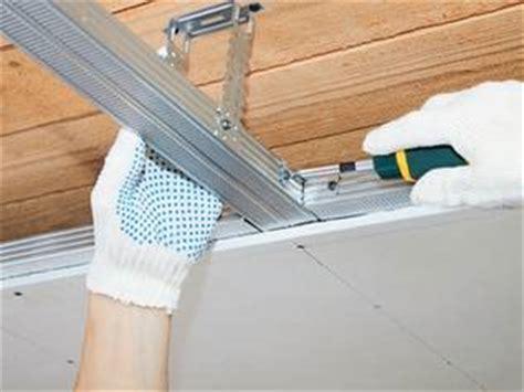 decke dämmen schallschutz decke abh 228 ngen mit paneelen und deckenplatten