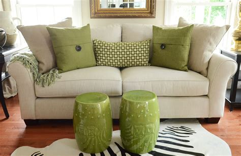 how to place pillows on a sectional sofa with green pillows and a multicolored green throw