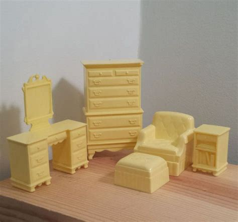 Yellow Bedroom Furniture Marx Dollhouse Yellow Bedroom Furniture 3 4 Scale Chair End Table Dresser With Mirror Chest