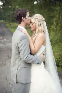 loving the way the veil drops straight down from her loose