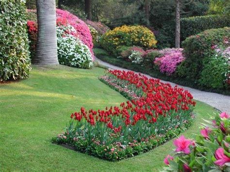 aiuole con fiori giardinaggio e fiori giardinaggio giardinaggio e fiori