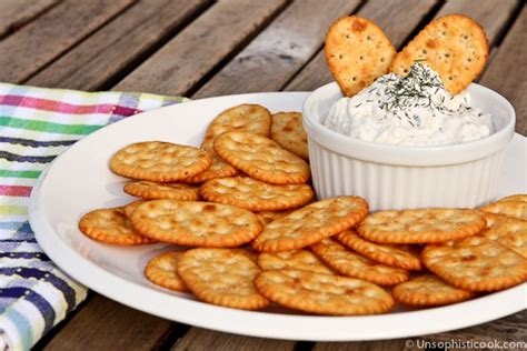 Wedges Pita Burkat Iii dill dip with sour