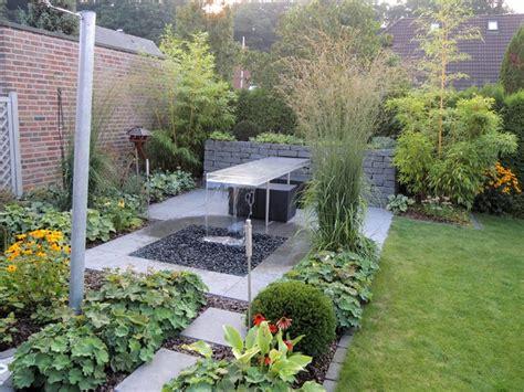 Kleiner Garten by Kleiner Garten Mit Wassertisch Modern Garten Other