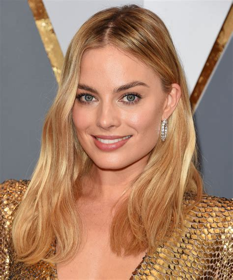 margot robbie best makeup looks beauty moments