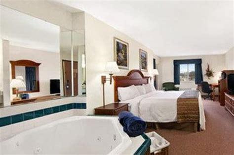 comfort inn jacuzzi room jacuzzi suite picture of comfort inn painesville