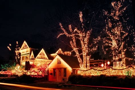 christmas lights at queen anne victorian mansion portland