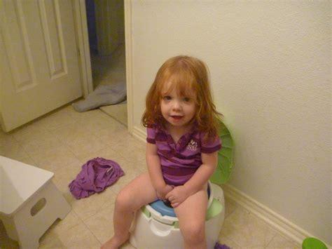 little girl potty training boys potty training girls 6 essential tips for potty training