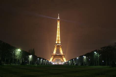 eiffelturm beleuchtung kostenloses foto eiffelturm denkmal nacht