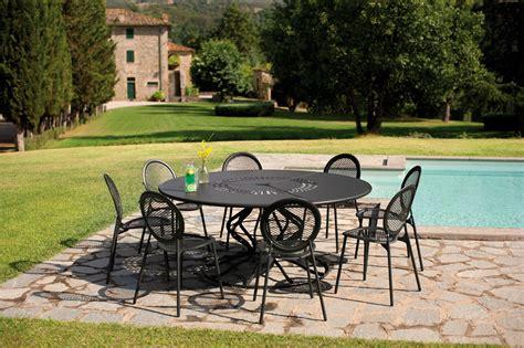 table jardin emu table de jardin ronde en acier minuetto by emu