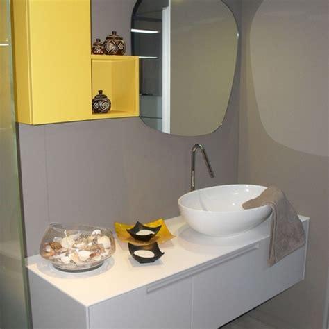 bagno grigio perla bagno moderno grigio perla e giallo zafferano scontato