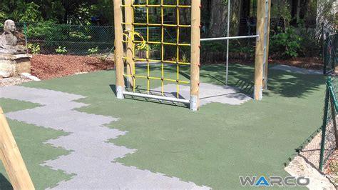pavimenti per parco giochi pavimenti per esterni in gomma parco giochi