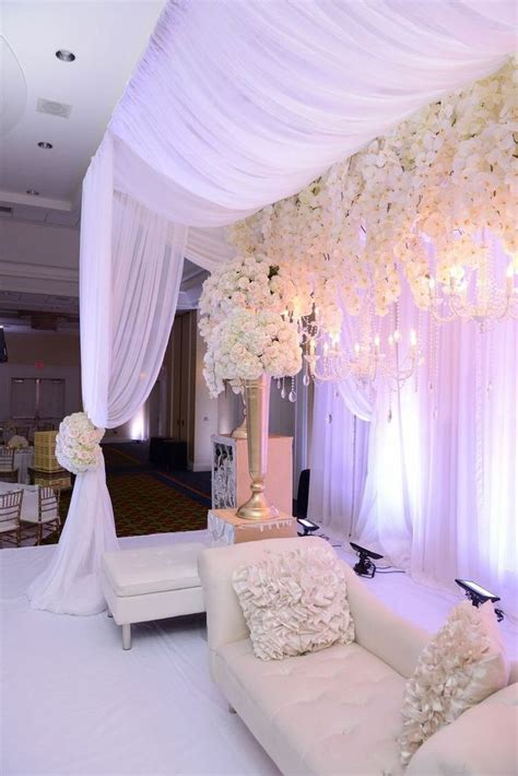 Wedding Backdrop Design Sle by 1000 Ideas About Wedding Stage On