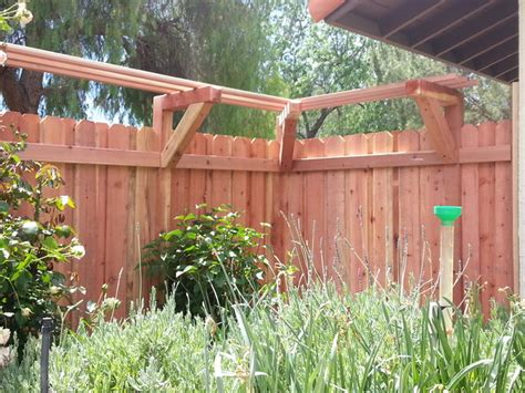Redwood Trellis Board On Board Redwood Fence With A Trellis For Wisteria
