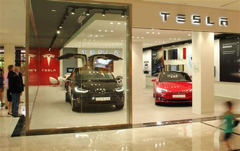 tesla boutique tesla ouvre une concession dans le centre commercial