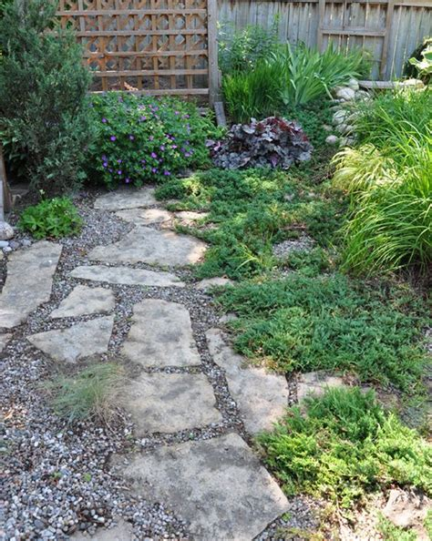 Gravel Side Yard Pea Gravel Flagstone And Grasses On