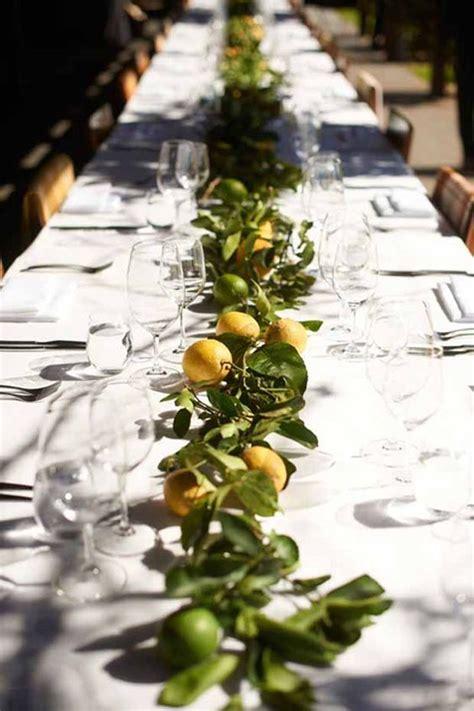 como decorar una mesa con frutas y verduras buenas ideas para decorar la mesa con ramas hojas y frutas