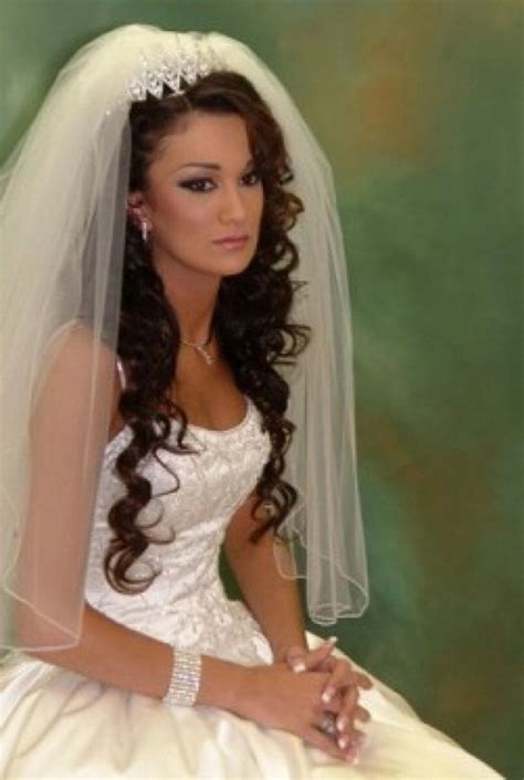 brautfrisur braune haare 20 wedding hairstyles with tiara ideas curly wedding