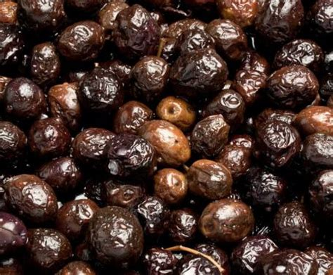 olive fatte in casa olive nere sotto sale la ricetta per preparare le olive