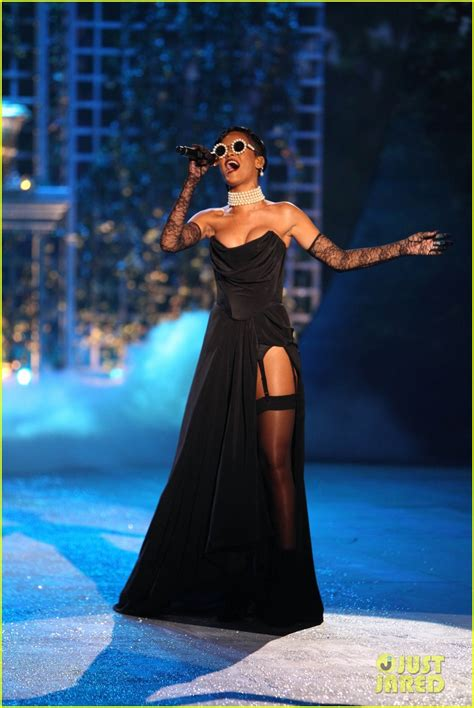Rihhana Fashion Secrets Revealed by Rihanna S Secret Fashion Show 2012 Performance